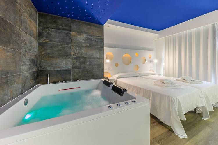 Deluxe-chill-out zimmer hotel triton beach -adults only cala ratjada